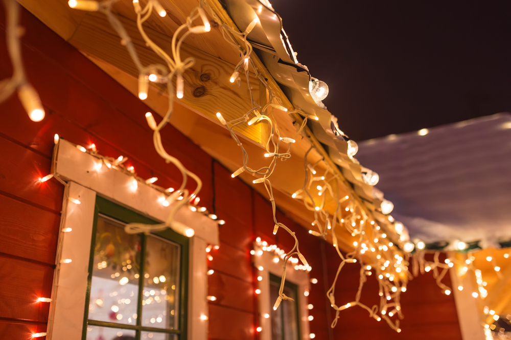 Safety Tips for Hanging Christmas Lights Rochester MN